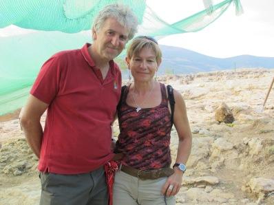 La autora con Juan Luis Arsuaga en Pinilla del Valle.