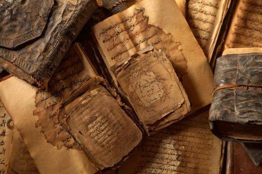 Algunos de los manuscritos del Fondo Kati.