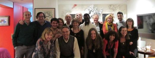 MIembros del Círculo Amigos Kati, con Ismael Kati en el medio.
