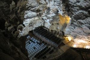Auditorio en Cueva de las Ventanas de Píñar (Granada)| R.M.T.