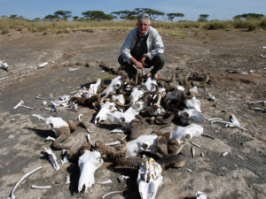 Enrique Baquedano, en Olduvai. |Wikipedia