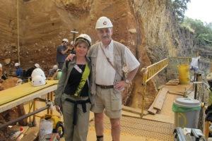 La autora con José María Bermúdez de Castro en TD10 de la Gran Dolina de Atapuerca.