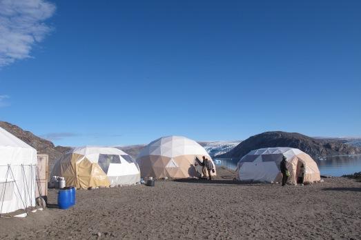 Campamento en el fiordo de Qaretalliq de Tierras Polares. |ROSA M. TRISTÁN