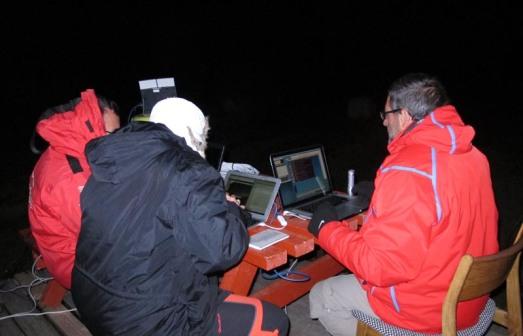 Miquel Serra-Ricart, retransmitiendo auroras en Tassiasuq. |Rosa M. Tristán