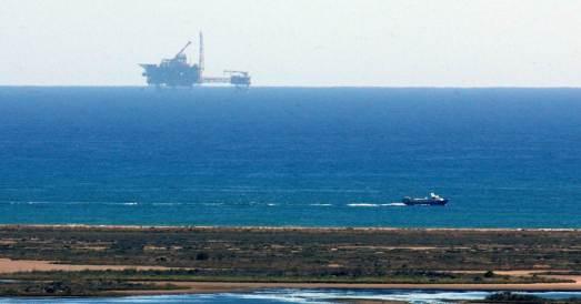 Plataforma de Castor, desde la costa. |EFE