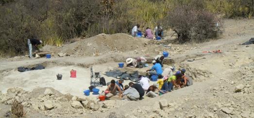 Investigadores de IDEA, en el yacimiento PTK, en la Garganta de Olduvai,  donde se encontró el 'Homo ergaster' más antiguo. |IDEA