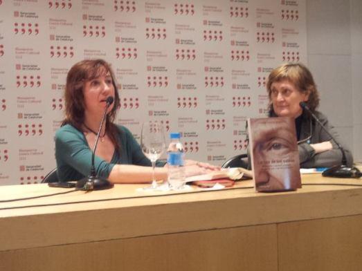 Elena García Quevedo con Olga Lucas, en la presentación de su libro.