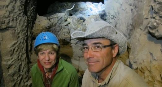Junto a José Manuel Galán, rodeados de momias de animales.|ROSA M. TRISTÁN