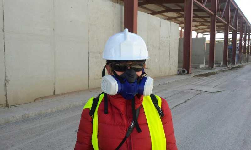 Así hay que entrar en la planta de descontaminación de AcuaMed, donde se 'limpian' los tóxicos del río Ebro.