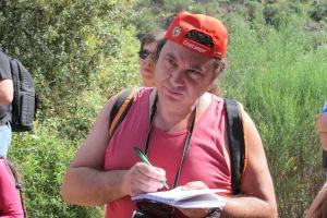 Un excursionista tomando apuntes. R.M.T.
