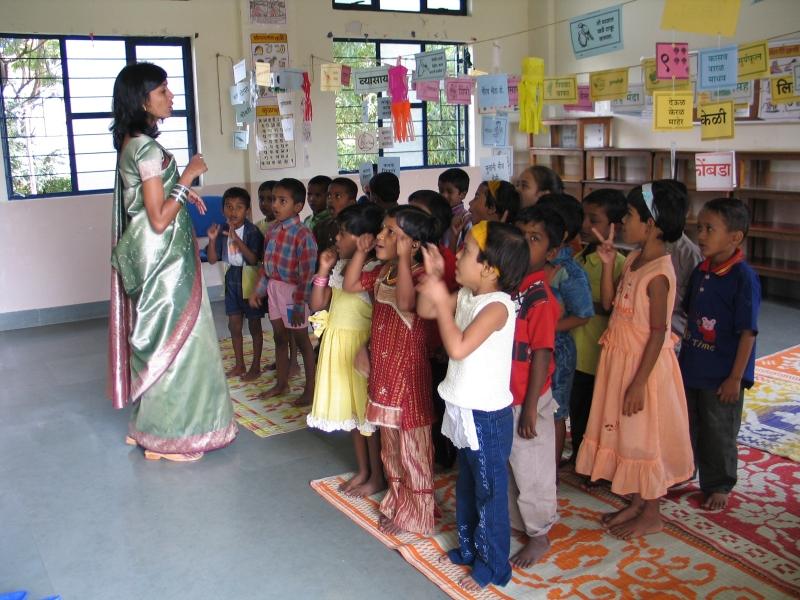 Niñas en una escuela del estado de Tamil Nadu, India, uno de los paises más superpoblados de la Tierra.   ROSA M. TRISTÁN