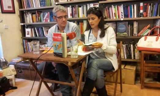 Gustavo Duch, junto a la periodista Olga Rodríguez. |RMT