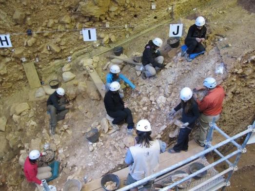 Desde dentro de la Sima del Elefante, el yacimiento más antiguo de Europa. |R.M.T.