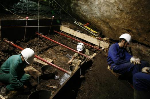 Excavación en la Sima del Ángel en 2014