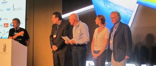 Garik Israelian, junto a David Eicher, Robert Wilson, Katerina Harvati y Richard Dawkins. |ROSA M. TRISTÁN