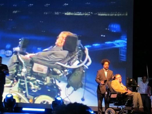 Hawking durante su conferencia, ayer. |ROSA M. TRISTÁN