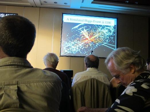 Richard Dawkins en la conferencia de John Ellis tomando notas. |R.M.T.