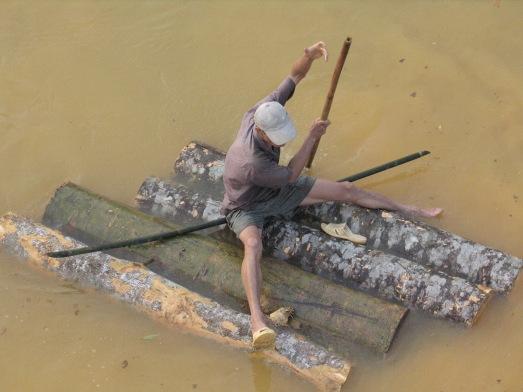 Un bosque tropical al norte de Vietnam, que se va río abajo...|ROSA M. TRISTÁN