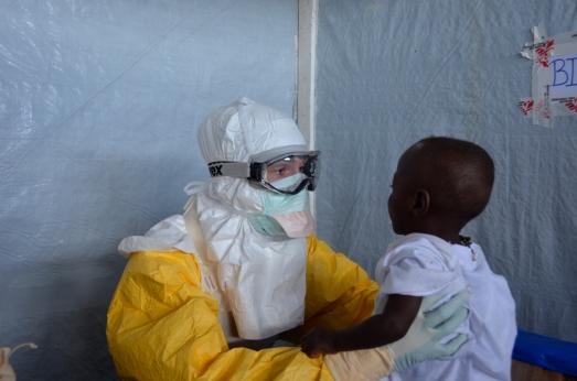 ¿Qué pasará con los huérfanos que se han curado? El rechazo social, otro virus. Foto en Guéckedou