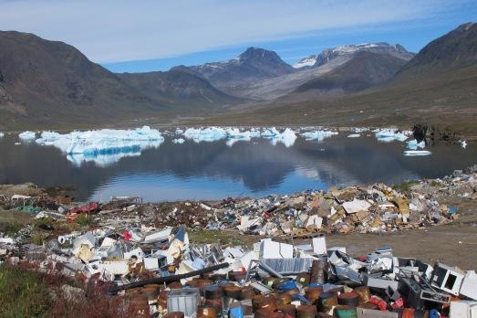 Fiordo del sur de Groenlandia, donde los residuos eléctricos acaban en el mar sin ningún tratamiento. |@ROSA M. TRISTÁN