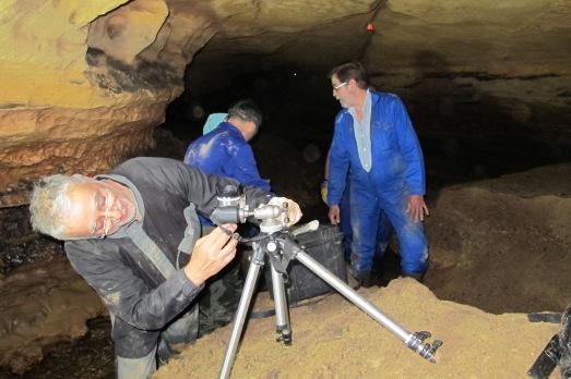 Sergio Ripoll y José Latova, en una cueva segoviana (Matabuena). |@ROSA M. TRISTÁN