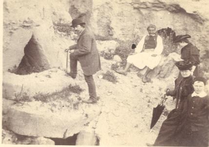 Luis Siret,, en un yacimiento a finales del siglo XIX.