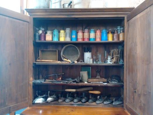 Materiales utilizados en el pasado en el taller de restauración del Museo del Prado. @RosaTristán