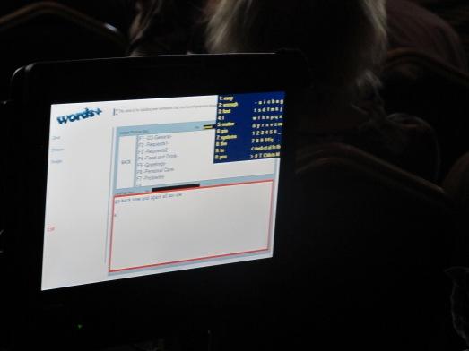 Así es la pantalla que Hawking utiliza para comunicarse con el mundo. @RosaTristán