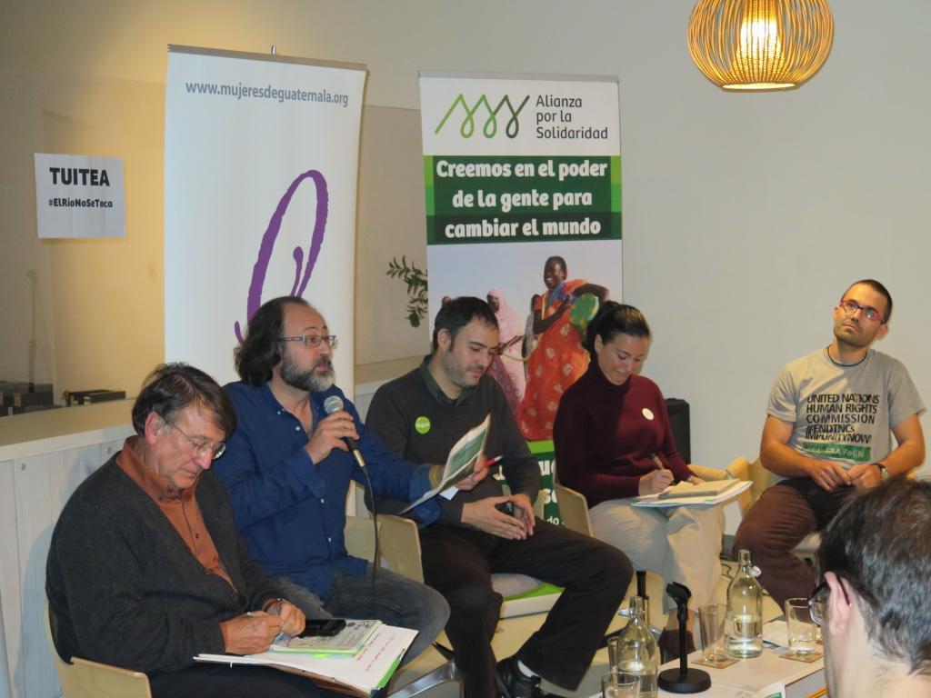 Los participantes en la presentación de la campaña de #ElRioNoSeToca. @RosaTristán