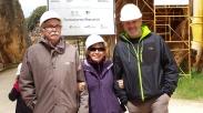 Con Eudald Cabonell y Ramón Larramendi, en una visita en mayo de 2016 a la Trinchera de Atapuerca.