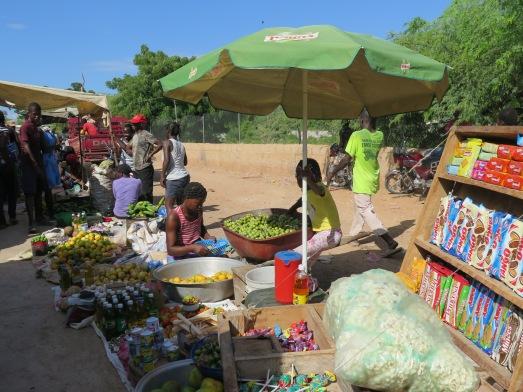 Mercado en la frontera Haití con República Dominicana. @RosaTristán