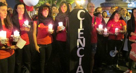 Jóvenes investigadoras, en una manifestación de apoyo a la ciencia. @ROSA M. TRISTÁN